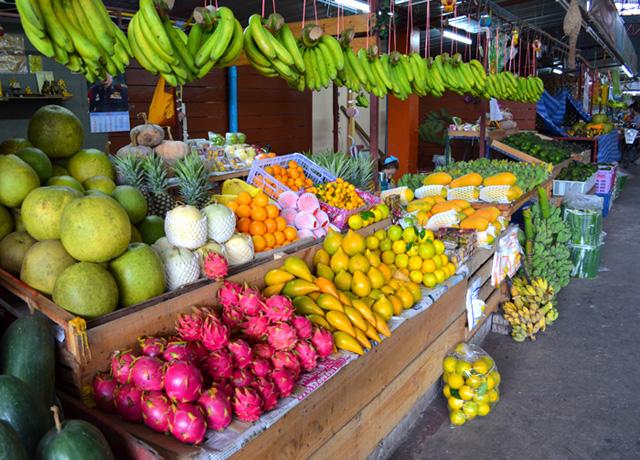 Muang-Mai-Market-mixed-fruits